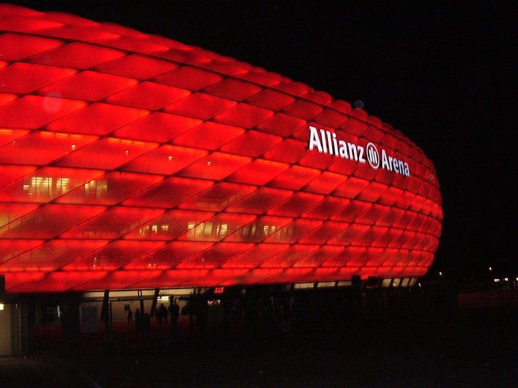 Bild Kombi Hotel Und Fcb Zu Allianz Arena In München