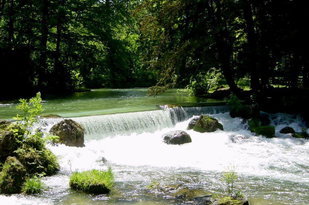 Bild Der Wasserfall Im Englischen Garten Zu Englischer Garten In