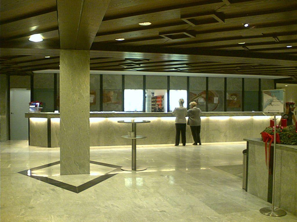 Bild foyer im allg ustern zu hotel allg u stern in sonthofen for Hotel in sonthofen