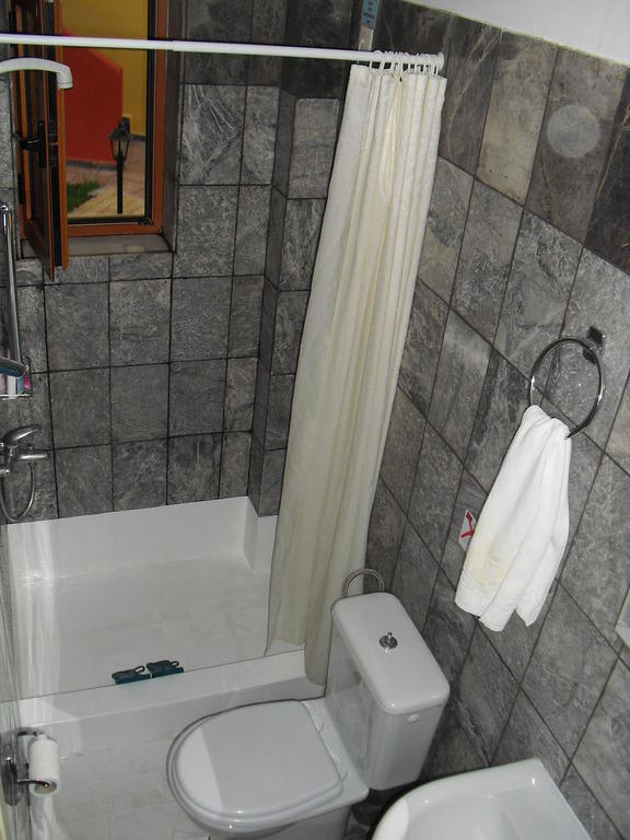 """Dusche Offen Gr??e : Bild """"Bad mit Dusche (inkl. Sockel)"""" zu Hotel Eko Suites in"""