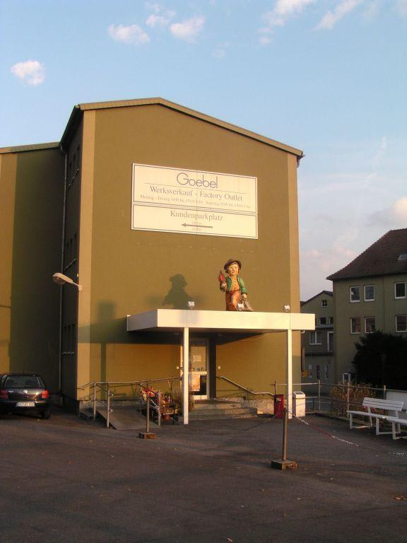 Eingang Werksverkauf Goebel (Hummelfiguren) Bilder Sonstige Gebäude Lagerverkauf Goebel