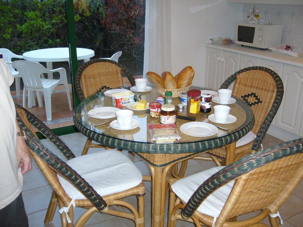 wohnk che privater fr hst ckstisch bilder zimmer hotel la palma jardin. Black Bedroom Furniture Sets. Home Design Ideas