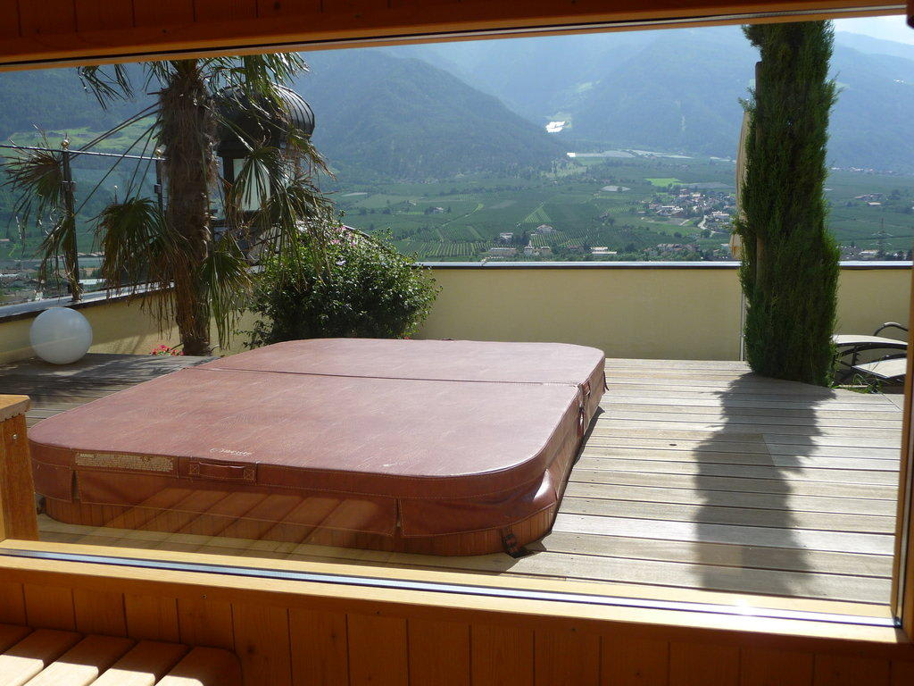 Bild dachterrasse mit geschlossenem whirlpool zu dolcevita hotel preidlhof in naturno naturns - Whirlpool dachterrasse ...