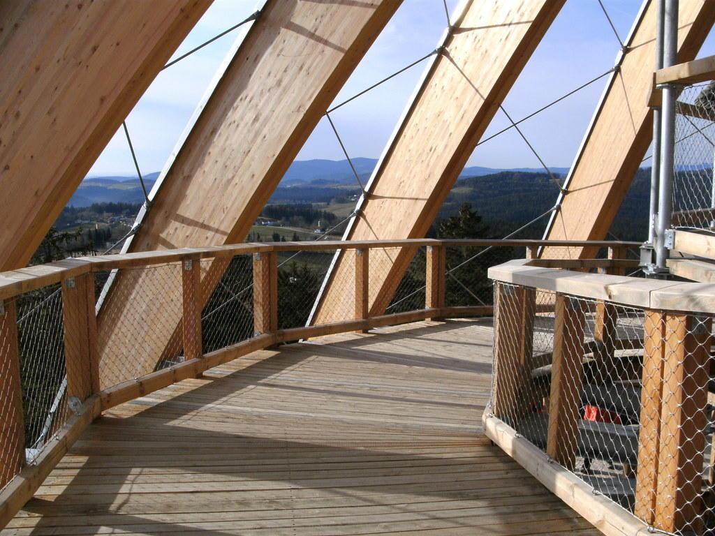 bild baumhaus zu nationalpark bayerischer wald in bayern. Black Bedroom Furniture Sets. Home Design Ideas