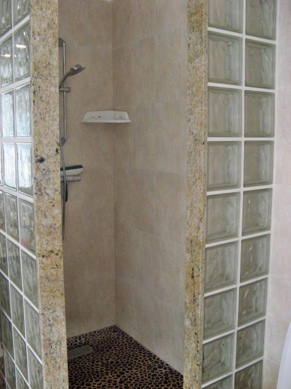 Badezimmer Ideen Dusche: Kategorie Kleine Baeder. Dusche ... Moderne Turlose Duschkabine Im Badezimmer