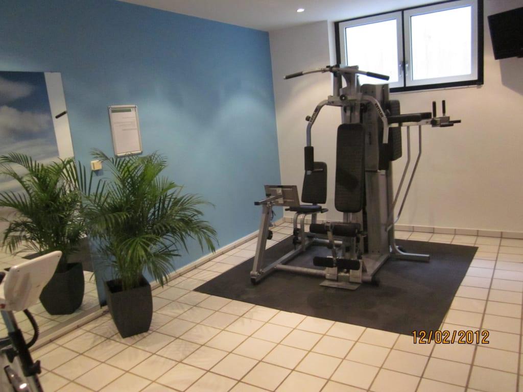 bild neue fitnessger te in neuen r umen zu hotel holiday inn berlin city west in berlin spandau. Black Bedroom Furniture Sets. Home Design Ideas