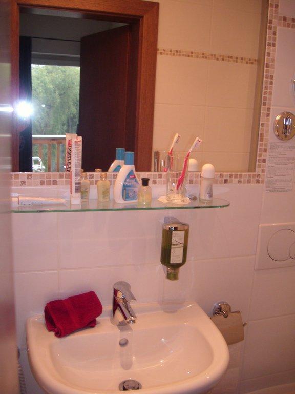 """Kleines Bad Dusche Wc : Bild """"Kleines Bad/WC/Dusche"""" zu Q! Resort Health & Spa Kitzb?hel in"""