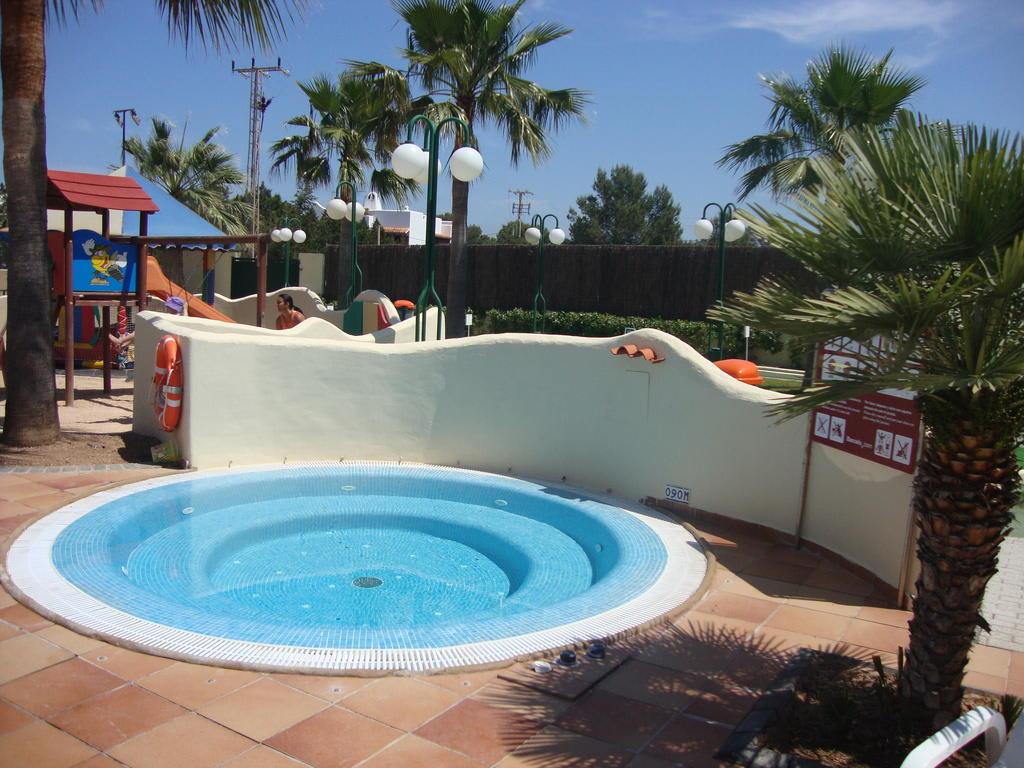 Bild whirlpool zu hotel barcelo pueblo ibiza in port d - Hotel barcelo pueblo ibiza ...