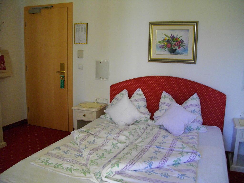 Bild wohlf hl bett zu hotel gschwangut in lana a d etsch for Hotel gschwangut lana