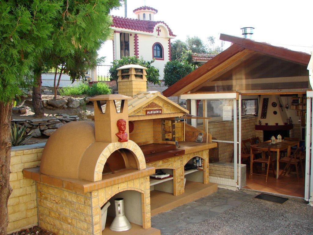Bild grill und steinofen im garten zu villa stella - Garten steinofen ...