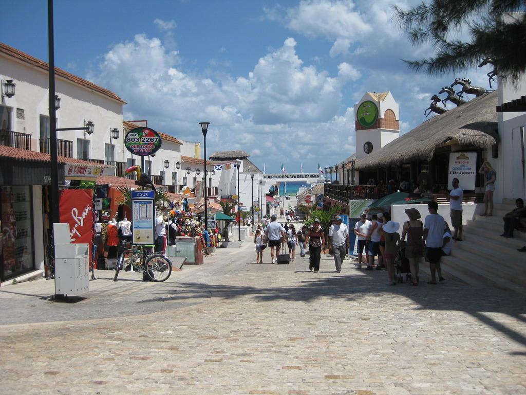 Bild Calle Zum Hafen Zu Einkaufen Shopping In Playa Del Carmen
