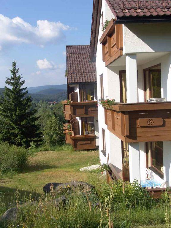bild hier sieht man den anbau mit balkon zu hotel magdalenenhof in zwiesel. Black Bedroom Furniture Sets. Home Design Ideas
