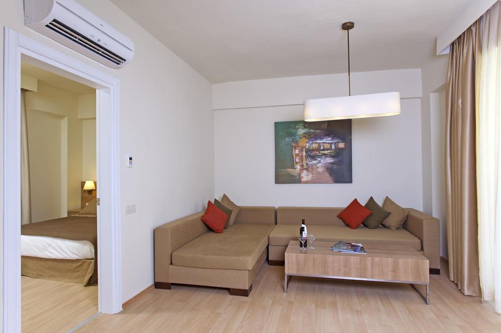 Bild familienzimmer mit verbindungst r zu hotel prime for Hotel mit familienzimmer