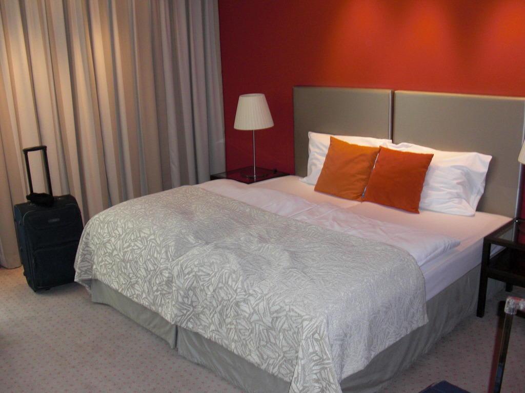 bild das bett 2mx2m zu austria trend hotel savoyen vienna in wien. Black Bedroom Furniture Sets. Home Design Ideas