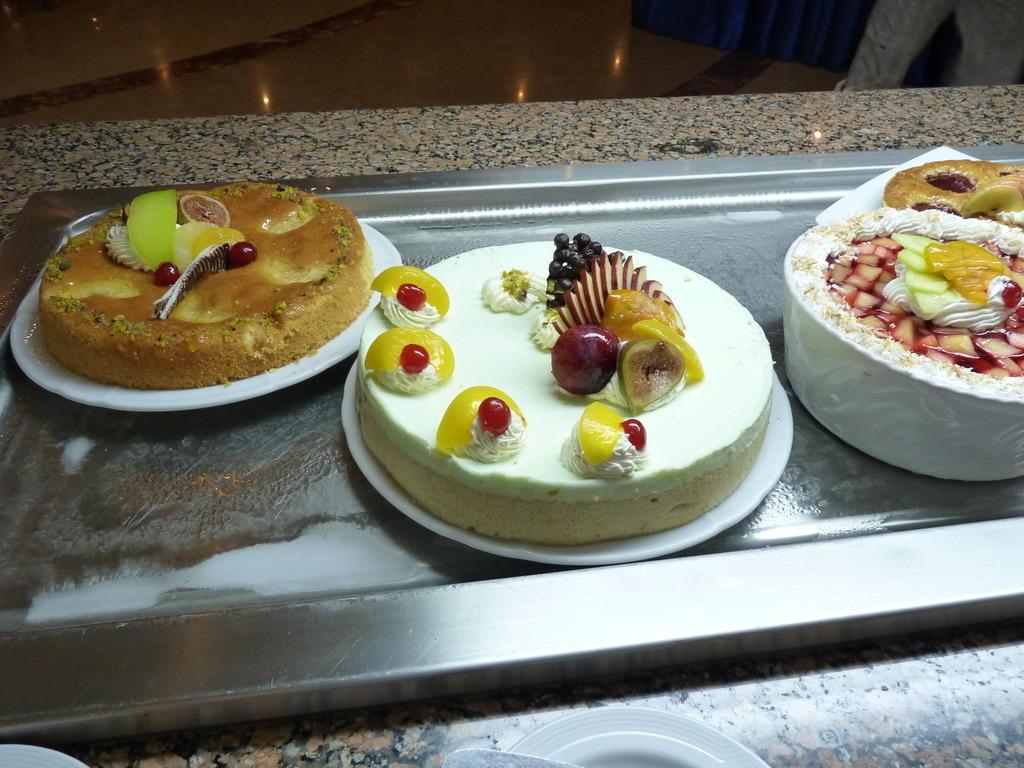 bild kuchen dessert buffet zu hotel gorgonia beach in marsa alam. Black Bedroom Furniture Sets. Home Design Ideas
