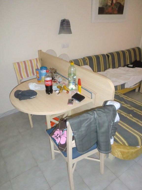bild wohnzimmer und kleine sitzecke zu hotel viva