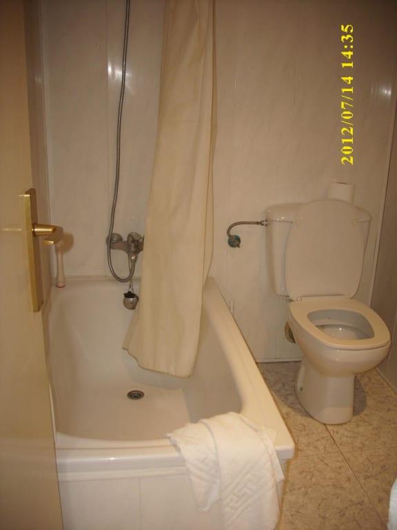 Bild immerhin eine mini badewanne duschkopf kaputt zu for Mini badewanne