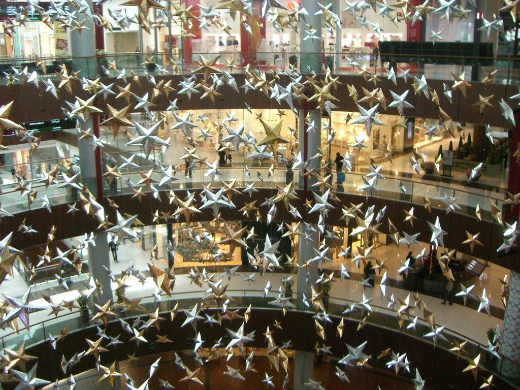 bild geschm ckt wie weihnachten zu dubai mall in dubai. Black Bedroom Furniture Sets. Home Design Ideas