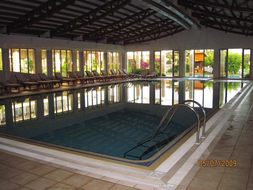 Bild innen pool salzwasser zu barut lara in lara - Pool salzwasser ...