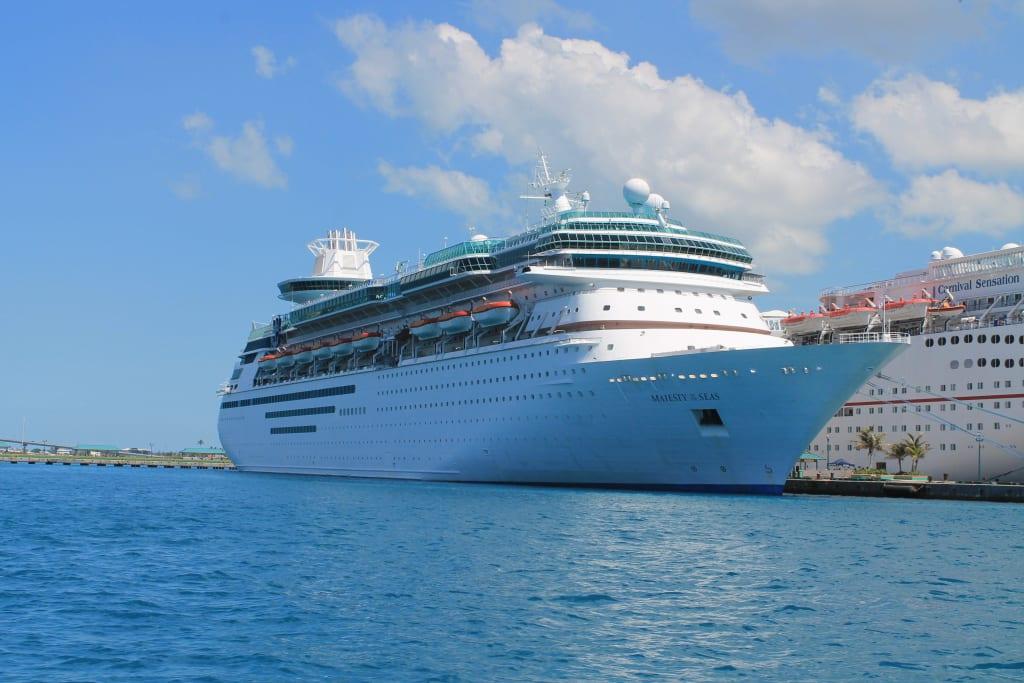 bild im hafen von nassau bahamas zu majesty of the seas in