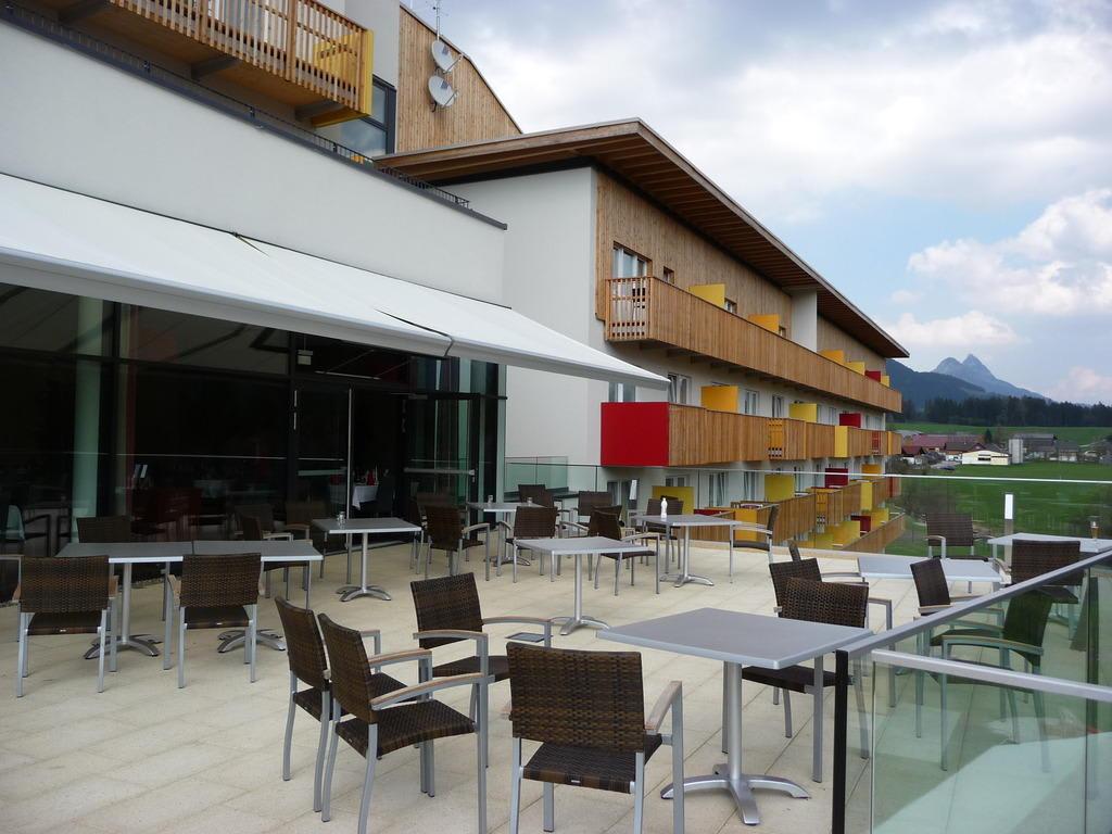 Bild terrasse zu club aldiana salzkammergut in bad for Design hotel salzkammergut