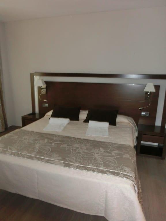 bild zimmer 516 king size bett in raum 2 zu hotel condesa de la bahia in alcudia. Black Bedroom Furniture Sets. Home Design Ideas