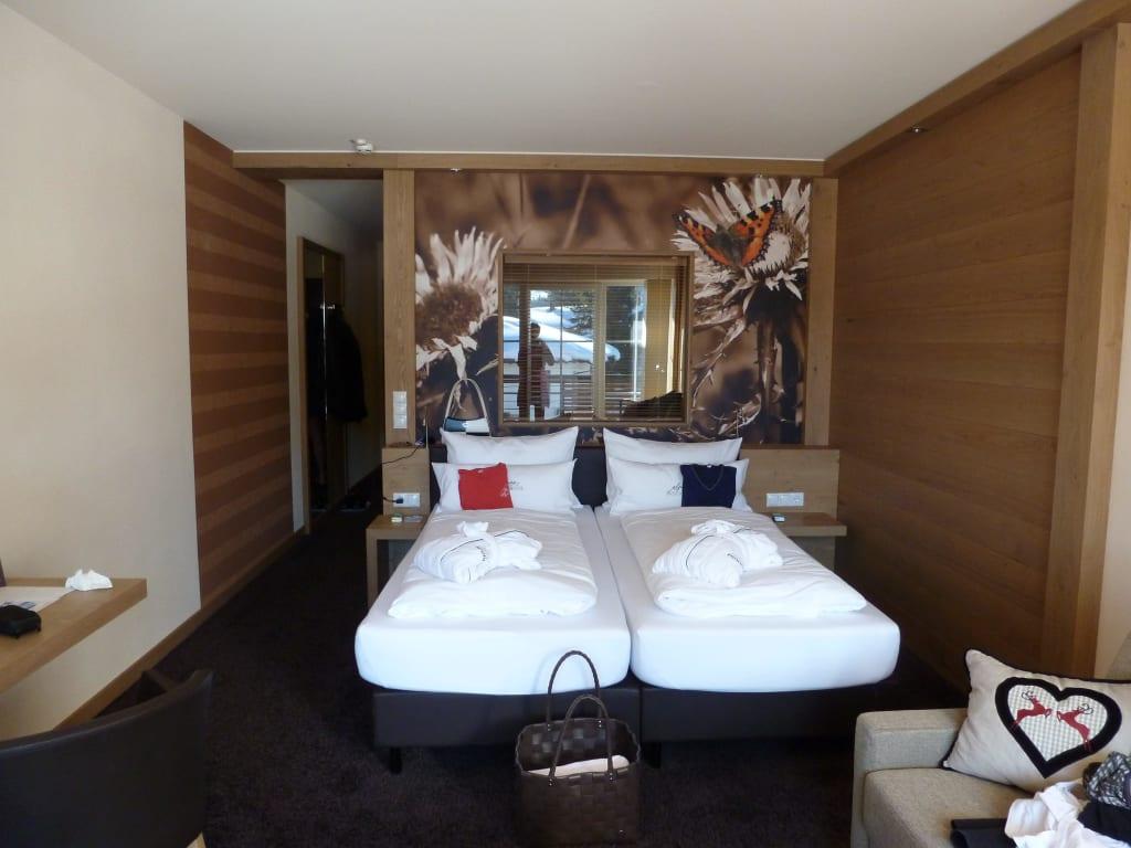 grosse zimmer sch ne farben bilder zimmer panoramahotel oberjoch. Black Bedroom Furniture Sets. Home Design Ideas