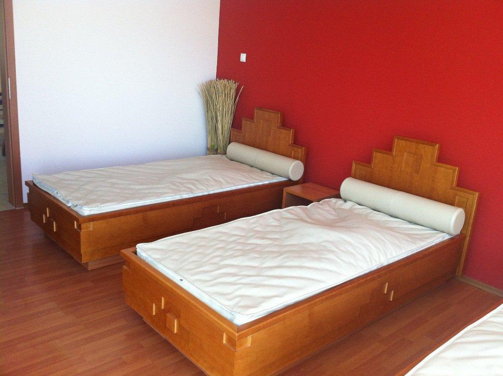bild wasserbetten zum entspannen im wellnessbereich zu parkhotel maximilian ottobeuren in. Black Bedroom Furniture Sets. Home Design Ideas