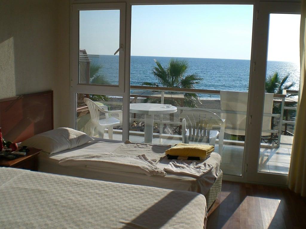 bild zimmer mit ausblick auf meer und palmen zu adora beach club hotel in manavgat kizilot. Black Bedroom Furniture Sets. Home Design Ideas