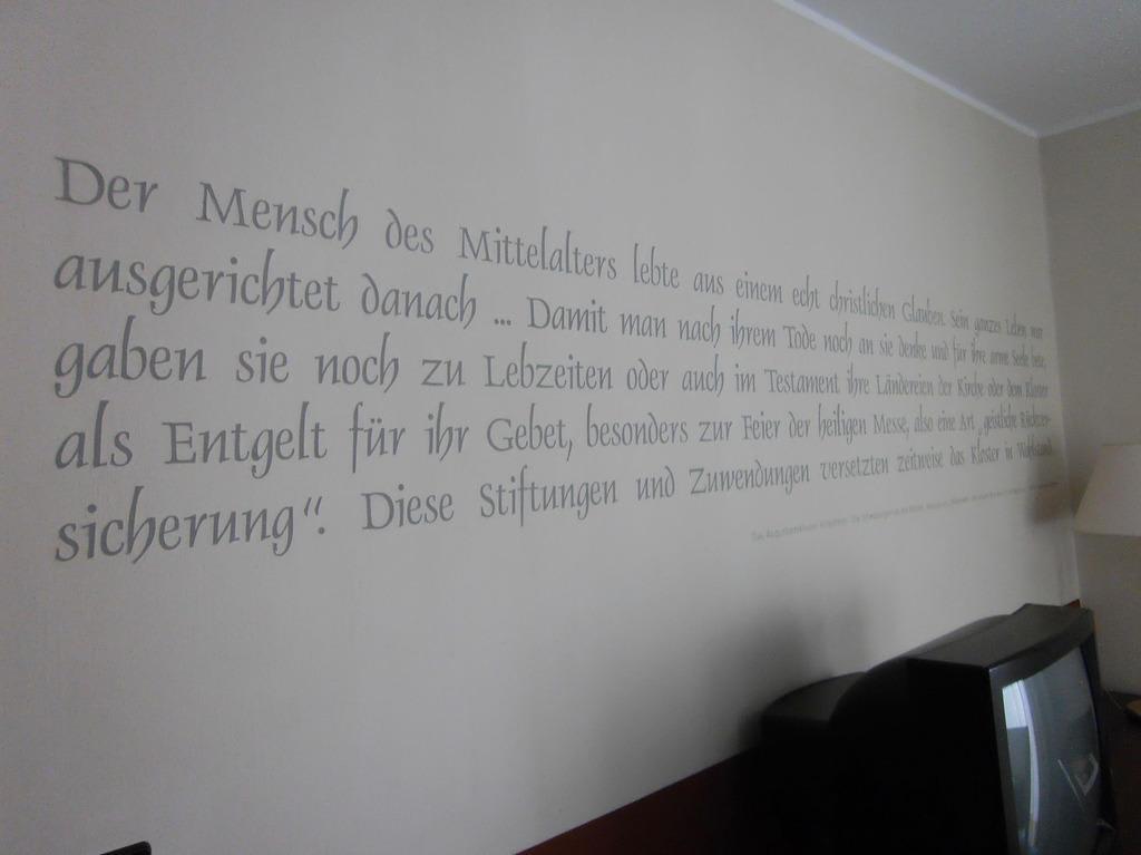 bild stilelement wandspr che zu hotel augustiner kloster in hillesheim. Black Bedroom Furniture Sets. Home Design Ideas