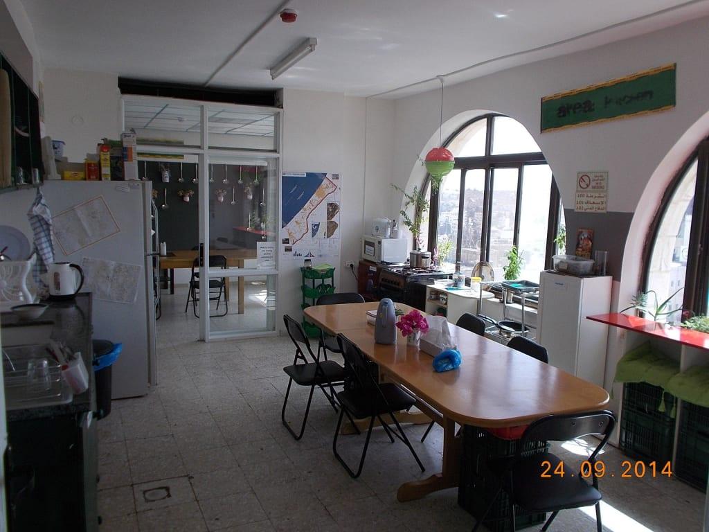 bild k che zu hostel area d in ramallah. Black Bedroom Furniture Sets. Home Design Ideas