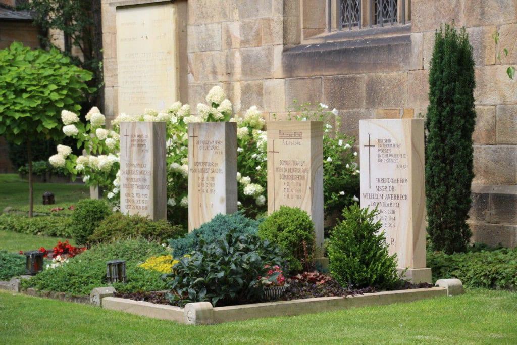 Garten Osnabrück bild gräber im kreuzgang garten zu dom st osnabrück in
