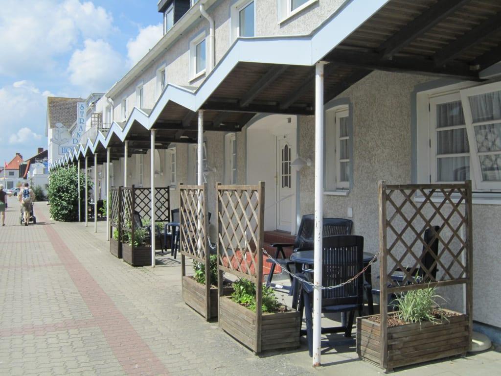 bild fw nr 33 m blierte terrasse mit sichtschutz zu strandhotel hohwacht in hohwacht. Black Bedroom Furniture Sets. Home Design Ideas