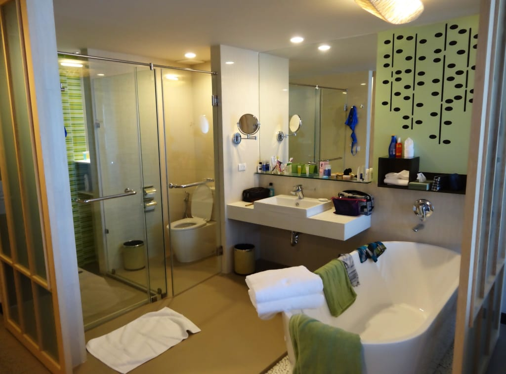 bild badezimmer der seaside junior suite mit schiebet r. Black Bedroom Furniture Sets. Home Design Ideas