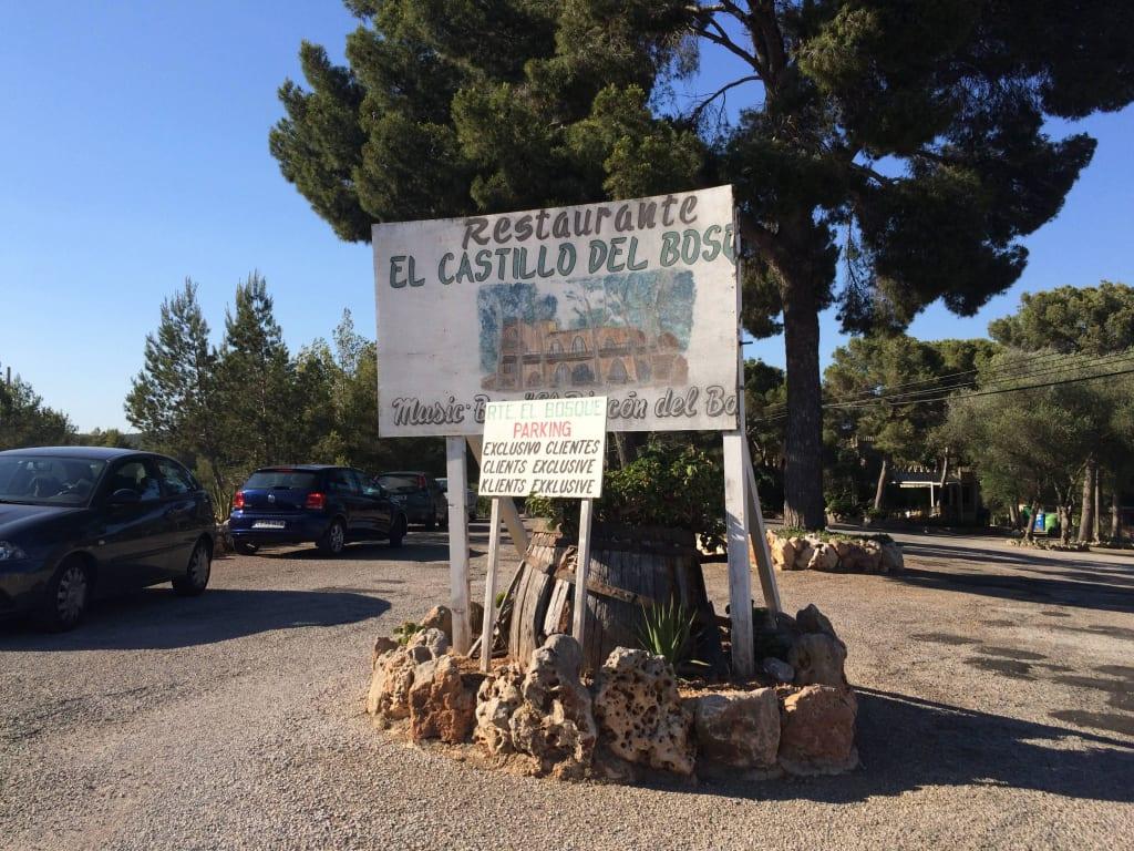 Bild Auffahrt Zu Restaurant El Castillo Del Bosque In Felanitx