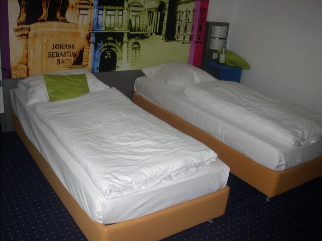 2 einzelbetten bilder zimmer ibis styles hotel leipzig. Black Bedroom Furniture Sets. Home Design Ideas