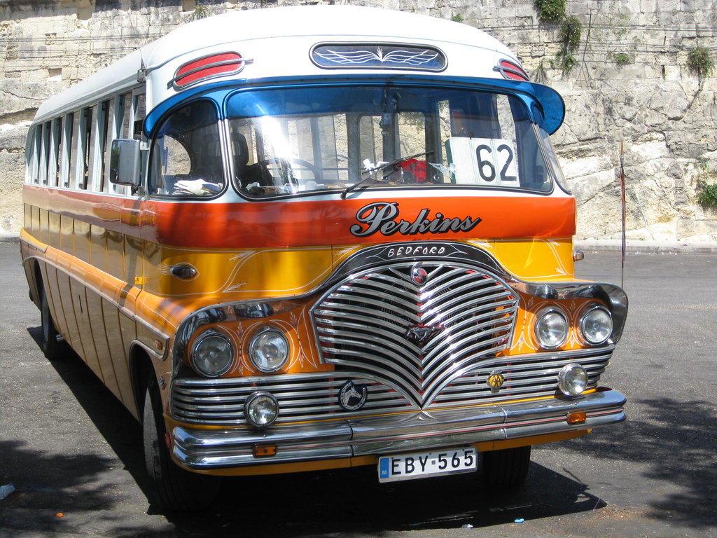 bild die alten busse in malta zu transport in valletta. Black Bedroom Furniture Sets. Home Design Ideas