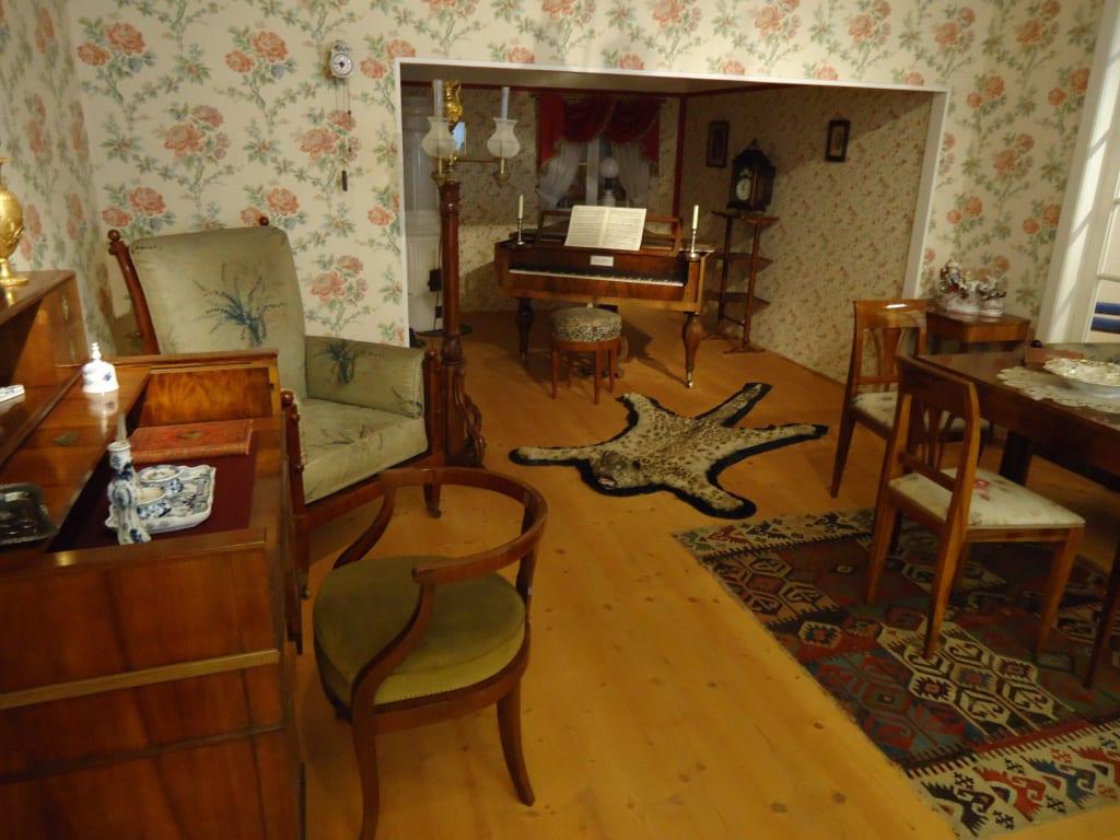 bild altes wohnzimmer zu hofmobiliendepot in wien. Black Bedroom Furniture Sets. Home Design Ideas