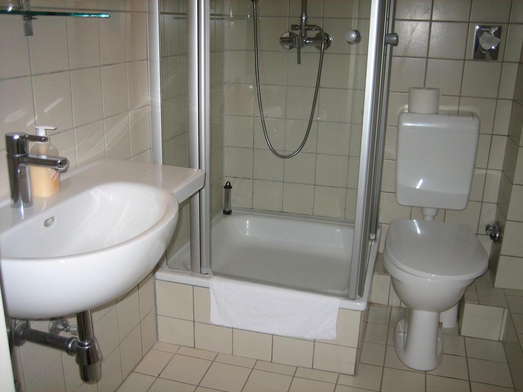 Dusche Glastür Einbauen : Badezimmer Wellness Programm für jeden Tag