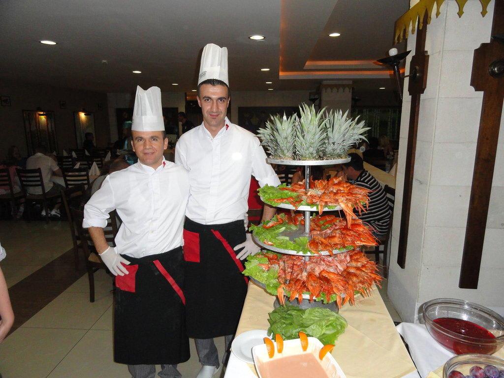 Gemutlich In Englisch : Bild Restaurant Sea Food zu Hotel Sherwood Breezes Resort in Lara