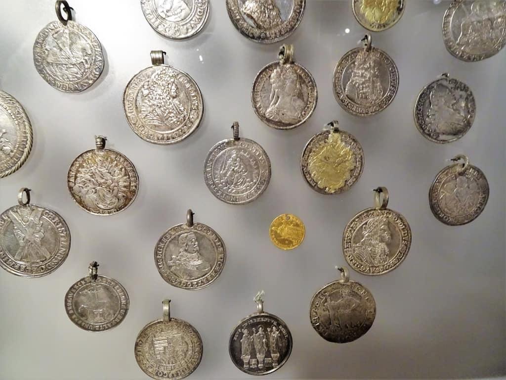 Bild Alte Münzen Im Museum Barockscheune Zu Museum Barockscheune