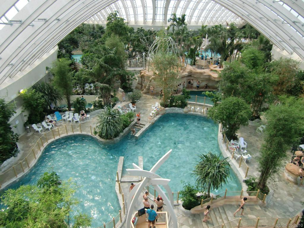 Bild einer der pools im aqua mundo zu center parcs for Center parc piscine