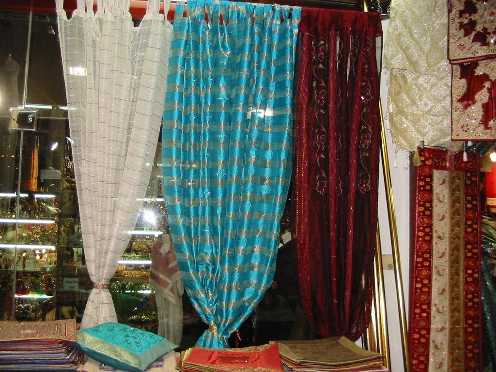 bild orientalische vorh nge tischdecken zu. Black Bedroom Furniture Sets. Home Design Ideas