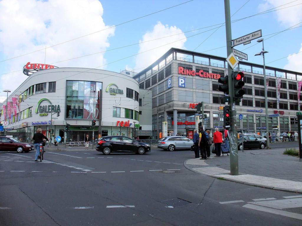 bild einkaufszentrum in der n he zu berlin lichtenberg in berlin lichtenberg. Black Bedroom Furniture Sets. Home Design Ideas