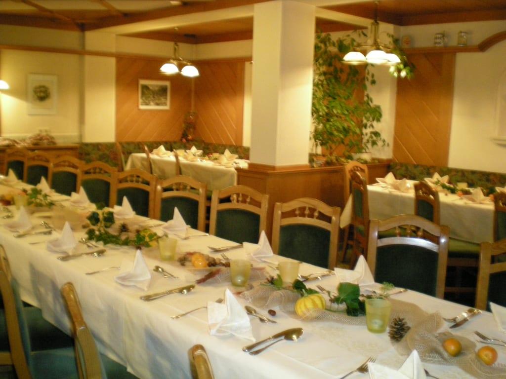 Festliche Herbstdeko im Speisesaal Bilder Restaurant & Büffet Gasthof ...