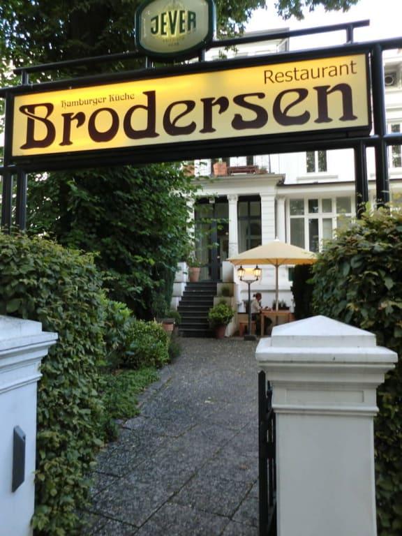 Brodersen Hamburg bild zugang der rothenbaumchaussee zu restaurant brodersen in