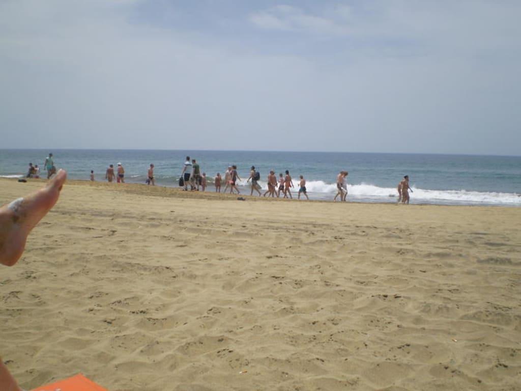 Paar Fickt An Einem überfüllten Fkk-Strand