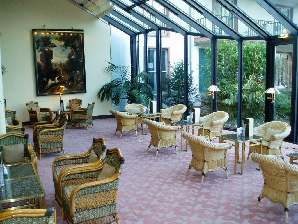 Bild wintergarten zu kempinski hotel frankfurt for Lampen neu isenburg