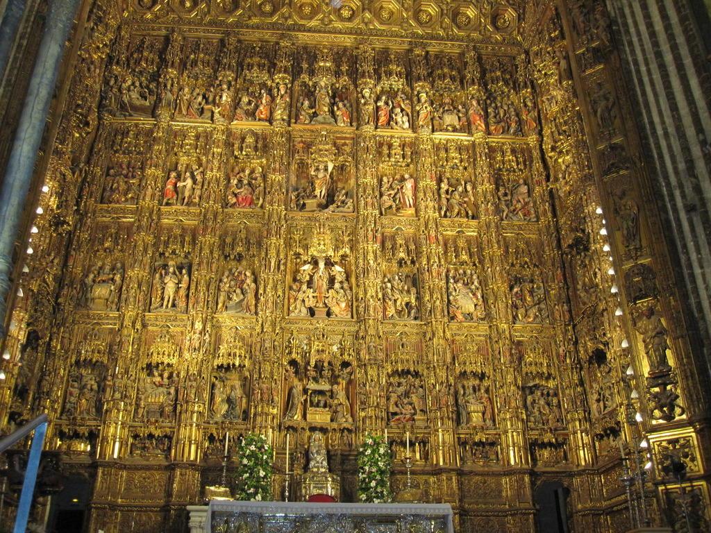 bild in der kathedrale altar aus gold zu kathedrale von sevilla in sevilla. Black Bedroom Furniture Sets. Home Design Ideas
