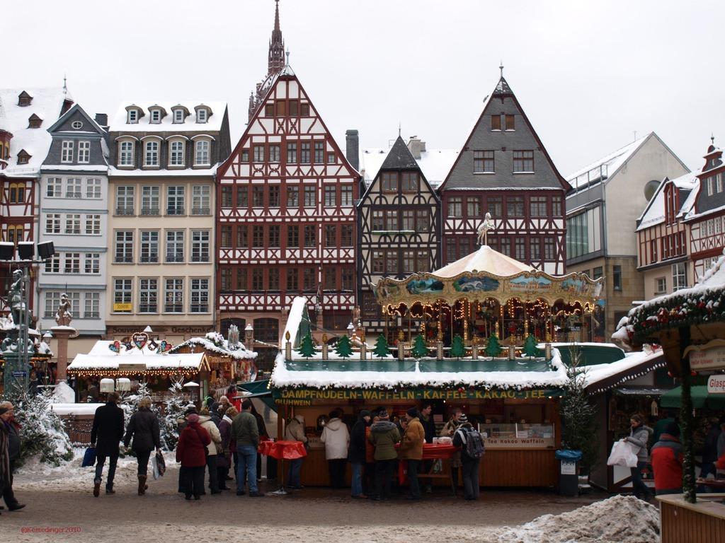 Weihnachtsmarkt Frankfurt Main.Bild Weihnachtsmarkt Am Römer Zu Weihnachtsmarkt Frankfurt Am Main